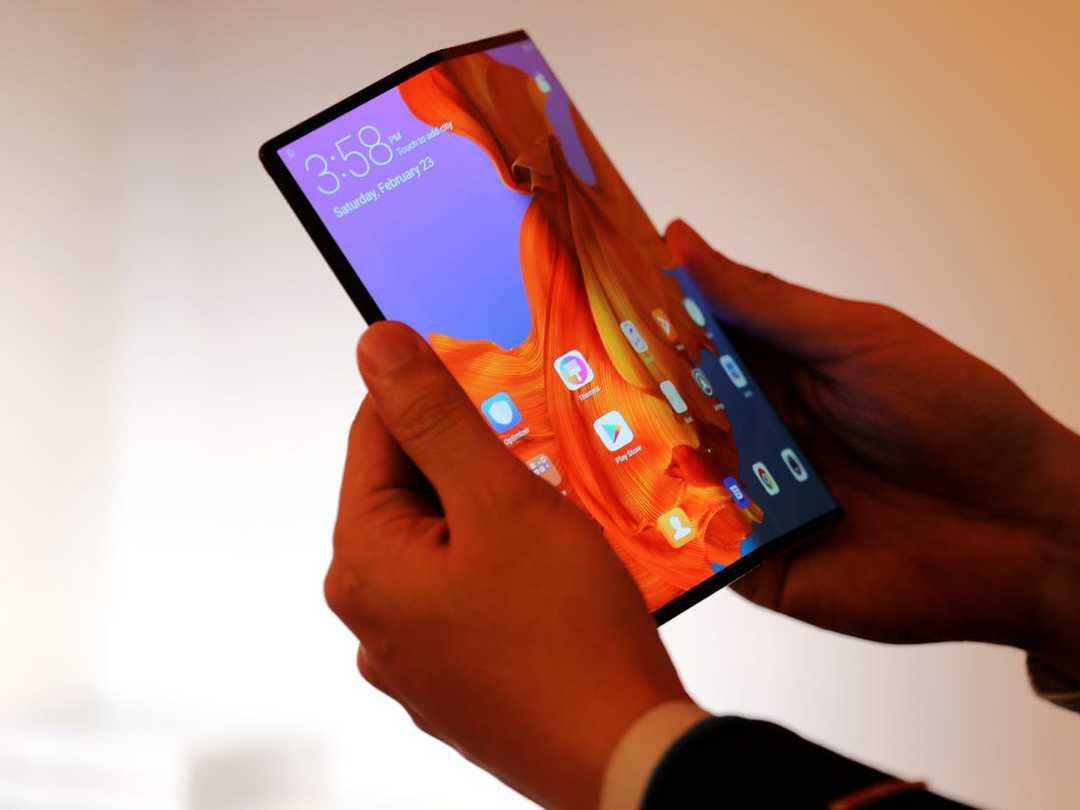 Huawei ще представи вертикално сгъваем телефон